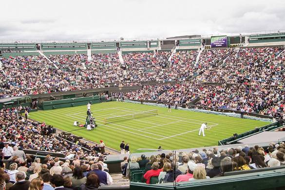 Image of crowd watching Wimbledon tennis match