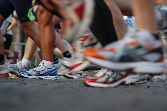 Image of runners' feet during the start of the race