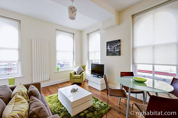 Image of living room and kitchen of LN-1405 in Shoreditch