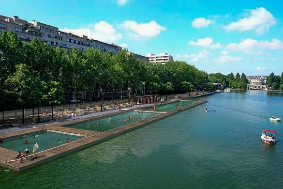 Image of floating swimming pools on the Seine (courtesy of Paris City Hall)