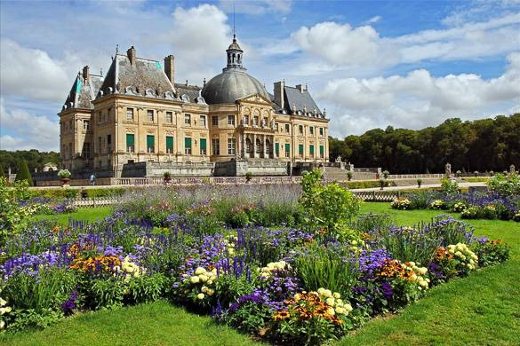 Image of a baroque French château with colorful gardens