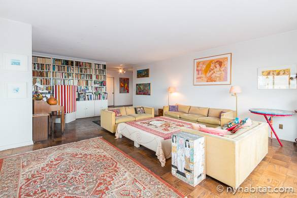 Image of living room of NY-7757 apartment share on the Upper East Side