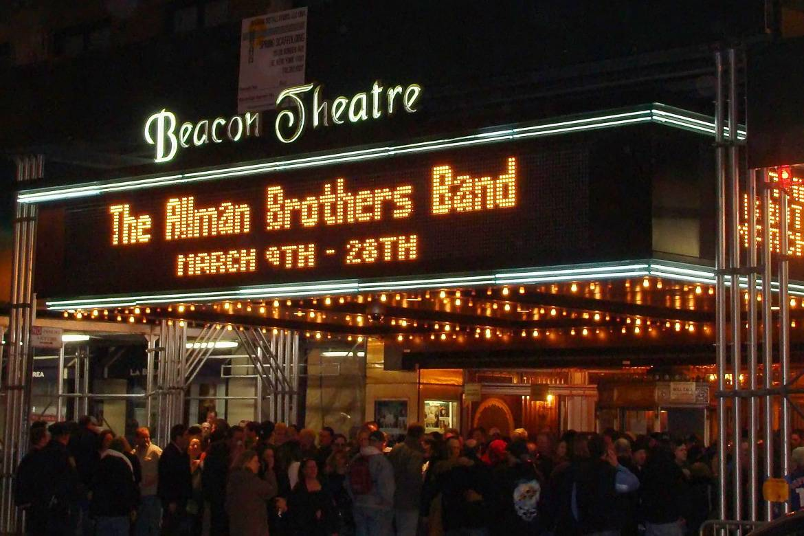 Image of the front of the Beacon Theater in Manhattan