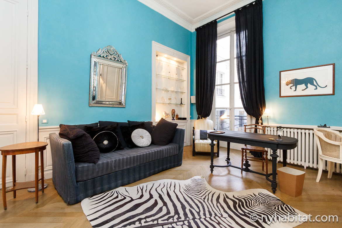 Image of sofa and rug in Paris vacation rental PA-2100