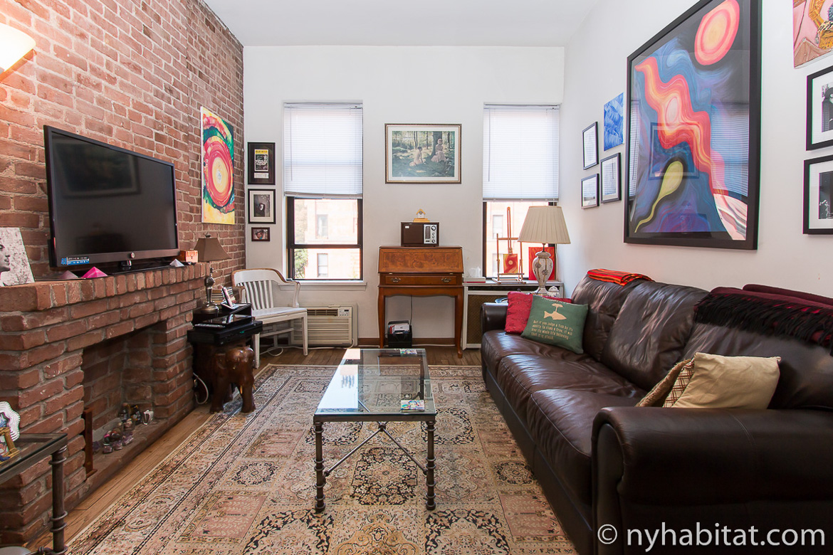 Image of living room in NY-17285 with leather sofa and artwork