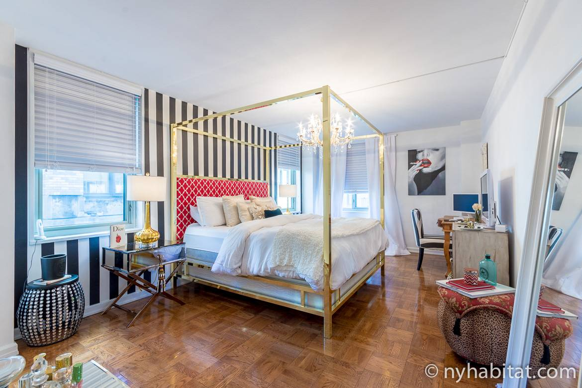 Image of bedroom in NY-17575 with four-poster bed and chandelier