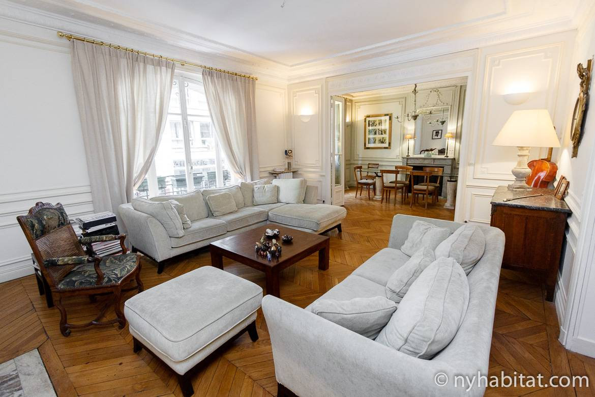 Image of living area of PA-2126 in Trocadéro Paris with sectional sofa.