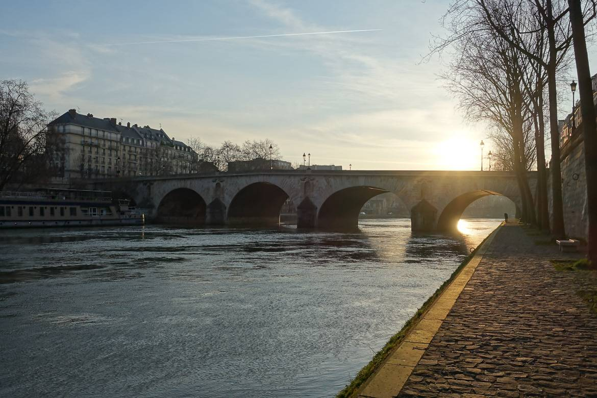 Image of Pont Marie in Paris at sundown.