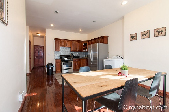 Image of the living area of NY-17086 with kitchen and dining table