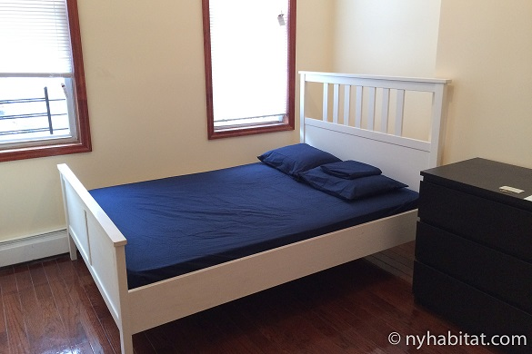Image of bedroom with double bed in NY-17086