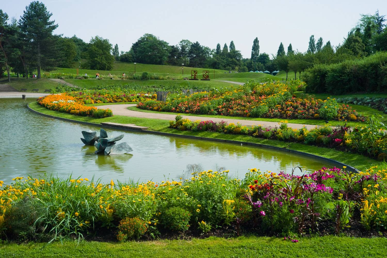 Image of Parc Floral de Paris in the spring.