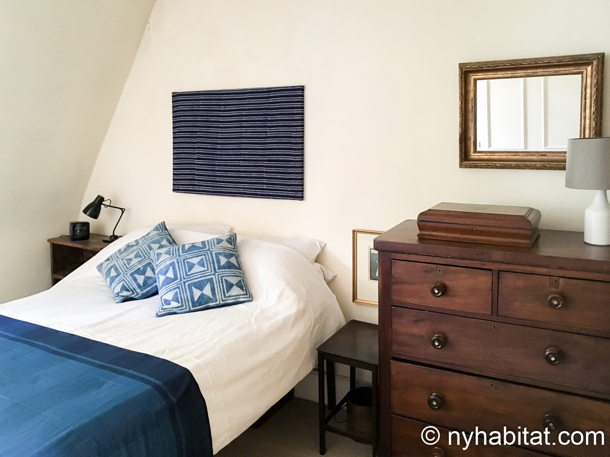 Image of bedroom in LN-70 with double bed and dresser.
