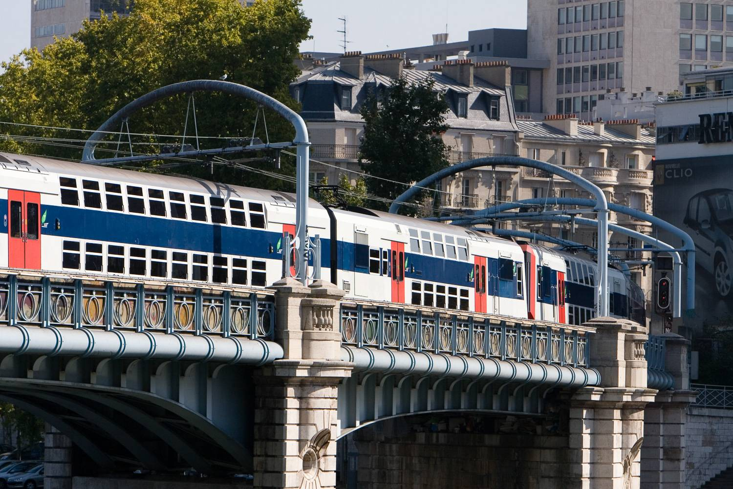 Image of RER Line C train traveling over the Pont Rouelle in Paris.