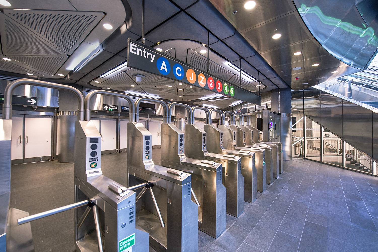Image of the entrance turnstiles to the subway in Fulton Center.