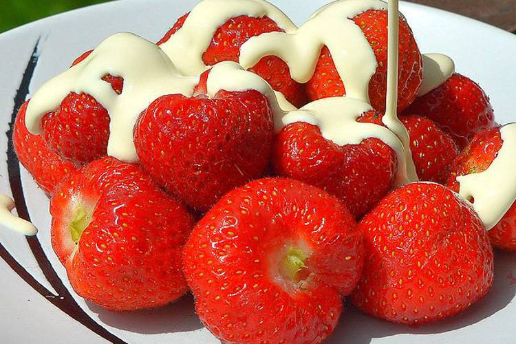 Image of strawberries and cream.