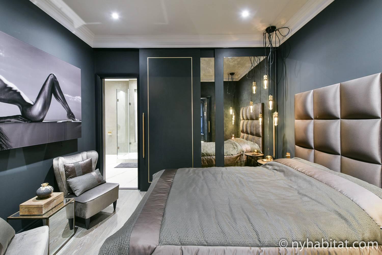 Image of LN-2007 sleek, cool-toned bachelor's pad based in Chelsea, London.