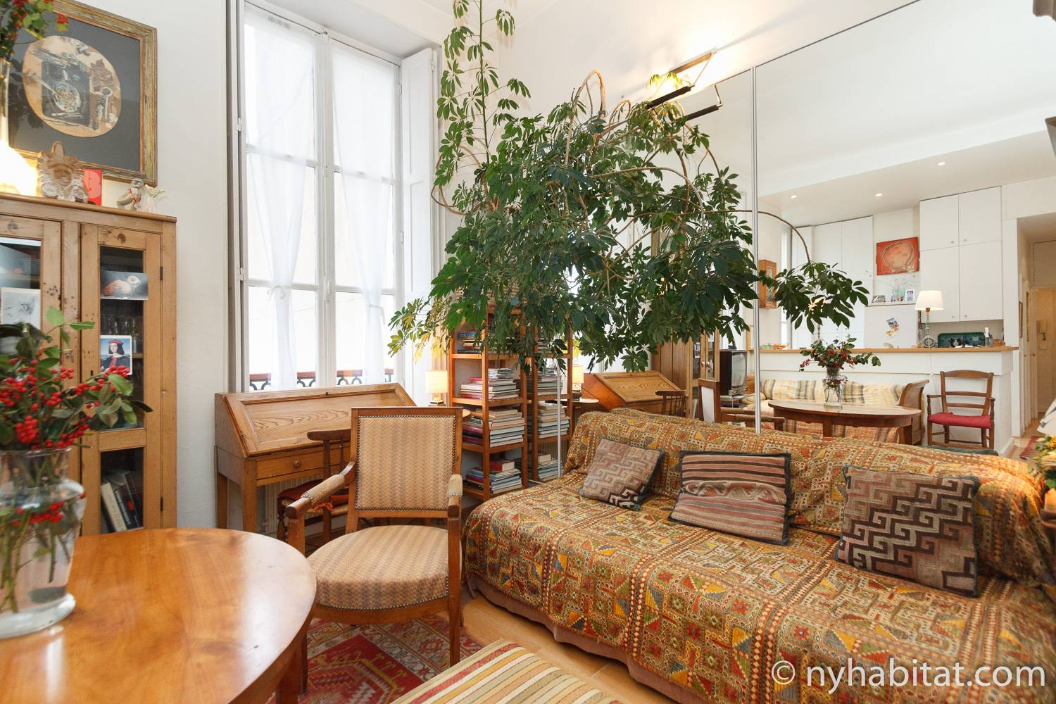 Image of the living room of Paris apartment PA-1706 with sofa, desk and dining table