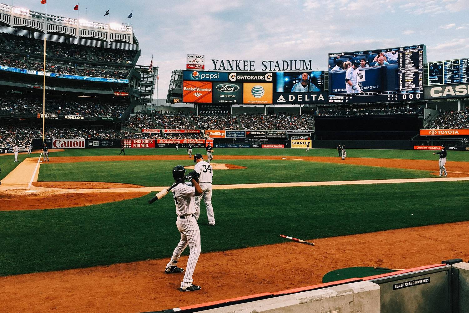 Image of the baseball game in Yankee stadium from the point of view of the batter.