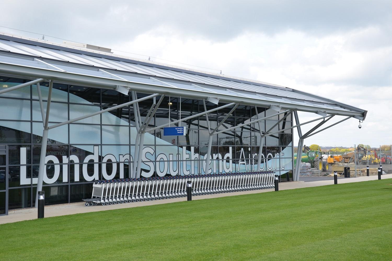 Bild der Außenseite des Southend Airport.