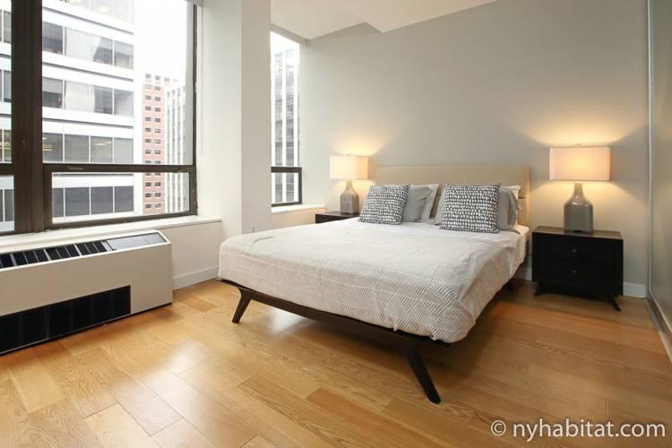 Bild des Schlafzimmers von NY-16841 mit Doppelbett.
