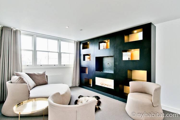 Abbildung des Wohnzimmers mit Luxusmöbeln in der Ferienwohnung LN-1297 in Paddington, London.