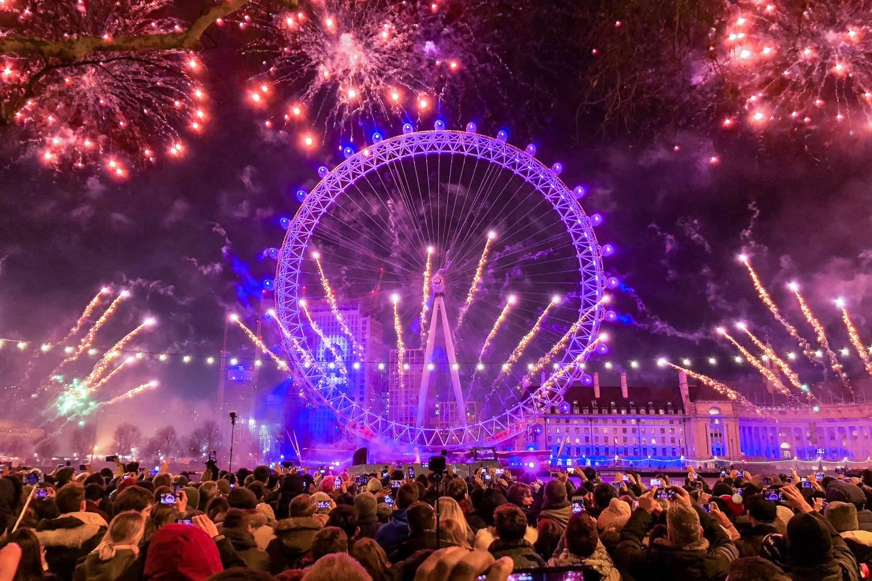 Abbildung des Feuerwerks am London Eye.