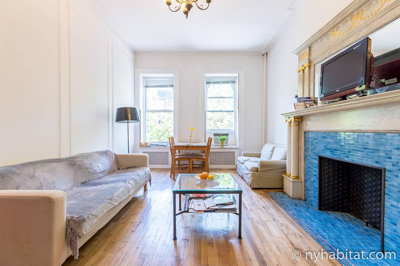 Abbildung des Wohnzimmers der möblierten 2-Zimmer-Wohnung NY-14557 in der Upper West Side in NYC.