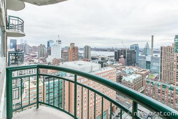 Bild des Balkons von NY-17447 mit Sicht auf Midtown West.