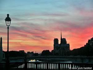 Sonnenuntergang in Paris über der Seine