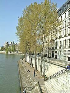 Mit dem Fahrrad in Paris die Seine entlang