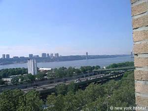 Der Hudson River mit Aussicht auf die George Washington Bridge.