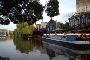 Eine Kreuzfahrt durch die Kanäle Londons in Camden-Brent