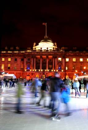 Eislaufen am Somerset House in London