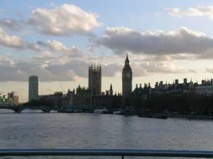 Den Sprung von der London Bridge wagen