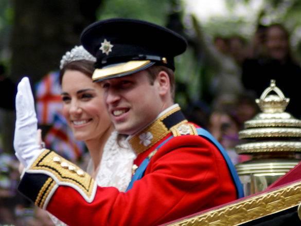 Eine Abbildung von Prinz William und Kate Middleton in einer Kutsche an ihrem Hochzeitstag am Tag ihrer Hochzeit