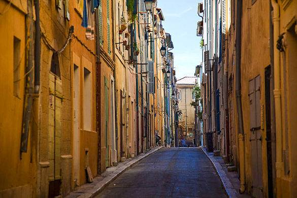 Foto von einer Gasse des Marseiller Stadtviertels Le Panier