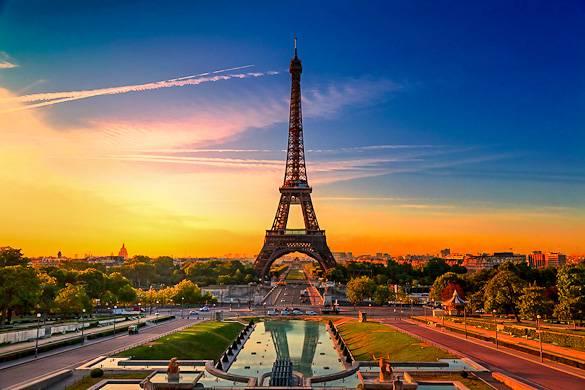 Foto vom Champ de Mars und dem Eiffelturm in Paris