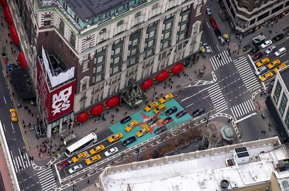 Blick vom Empire State Building über Manhattans Midtown, Macy's und den Herald Square
