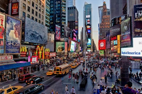 Bild des Times Square in New York in der Abenddämmerung