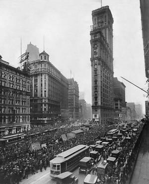 Ein altes Schwarzweiß-Foto des Times Square