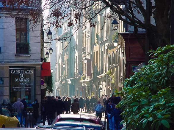 Foto einer Straße in Le Marais, Paris