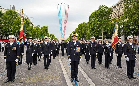 Bild von einer Militärparade am 14. Juli auf der Champs Elysées, Paris