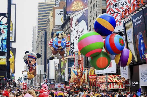 Foto von der Macy's Thanksgiving Parade am New Yorker Times Square