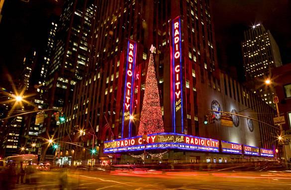 """Bild von der Radio City Music Hall, wo jedes Jahr das """"Christmas Spectacular"""" aufgeführt wird"""