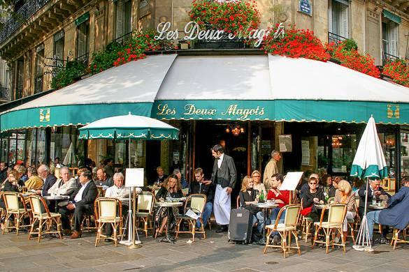 Fotografía de la famosa cafetería Les Deux Magot de París.