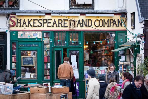 Imagen de la librería de libros en inglés Shakespeare & Co. en París.