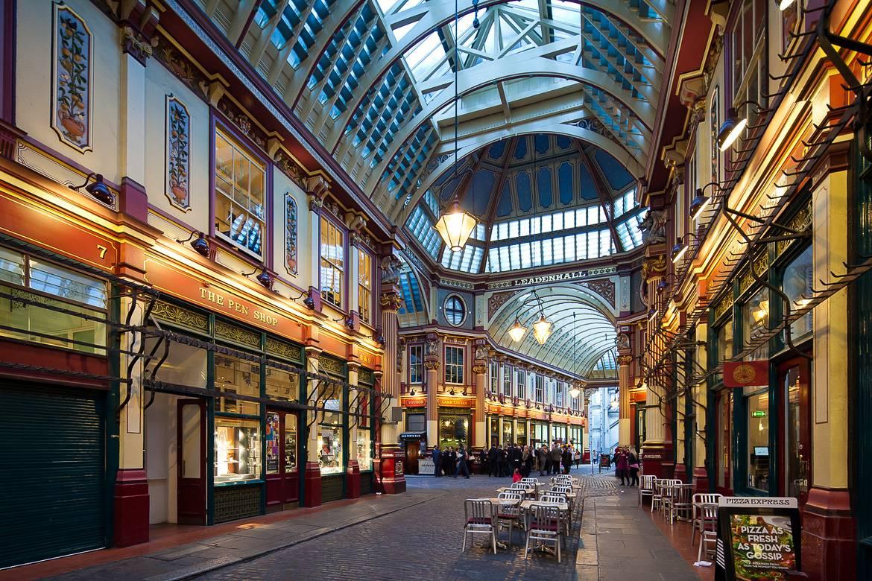 Londons Leadenhall Market diente als Außenfassade der Geschäfte in der Winkelgasse