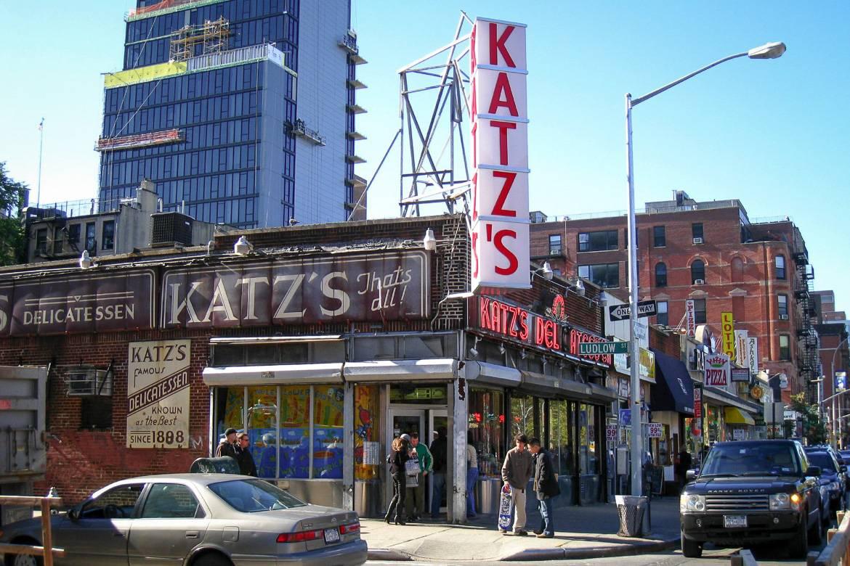 Foto vom Äußeren von Katz's Delicatessen in der Lower East Side
