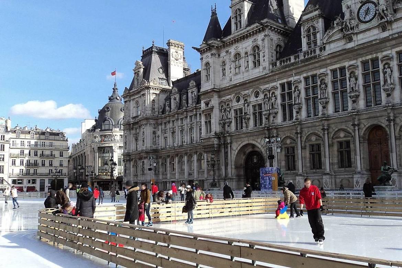 Eislaufen vor dem Hôtel de Ville