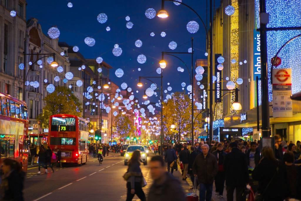 Bild von Passanten in der Oxford Street